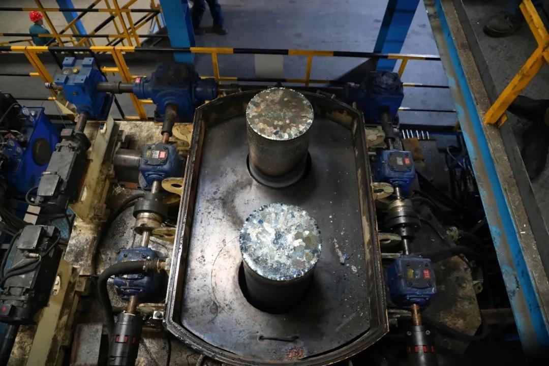攀云钛公司4号EB炉一机双流热负荷试车成功